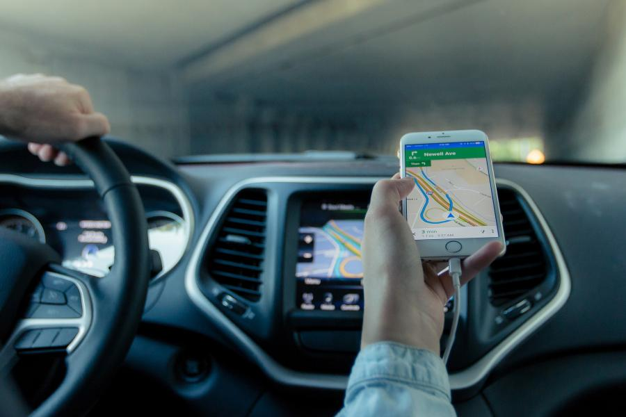 Aplikacja Yanosik i przegląd systemów wzajemnej informacji kierowców