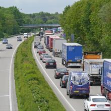 ŚDM: Ograniczenia w przewozie towarów niebezpiecznych i pojazdów powyżej 12 t